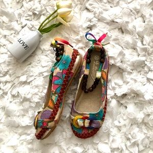 Xiruyi Shoes - Cute canvas flats with wood beads Sz 6